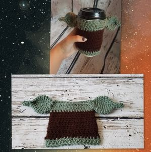 Dark Green Baby Yoda cup cozy